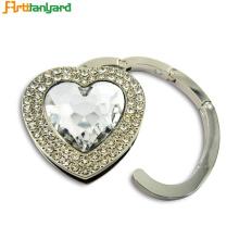 Percha linda del corazón del diamante