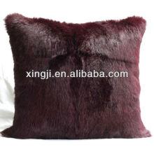 Coussin en fourrure de lapin de couleur marron teint pour canapé