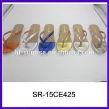 Sandalias planas para las sandalias de las señoras de las últimas señoras de las muchachas foto de las sandalias