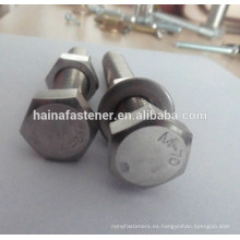 Perno hexagonal de acero inoxidable A4-70 con tuerca y arandela