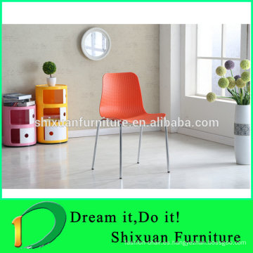 silla apilable de metal de plástico colorido asiento