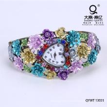 La hermosa flor de aleación de níquel pulsera reloj libre