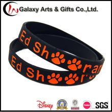 Logotipo feito sob encomenda por atacado do bracelete do silicone de Debossed da borracha preta da promoção