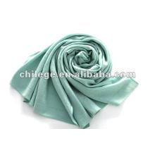 écharpe longue tricotée