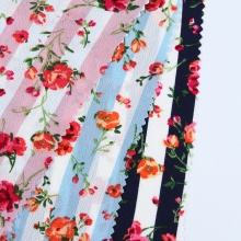 Изготовленная на заказ ткань из пузырькового креп-шифона с цветочным принтом