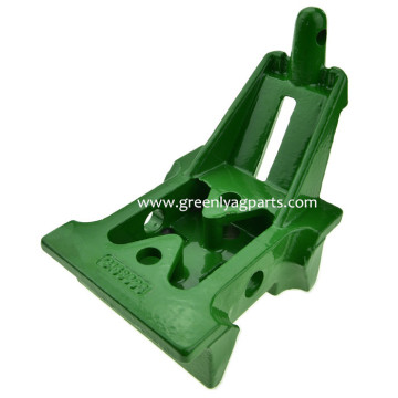 H153898 John Deere Supporto per fuso folle inferiore