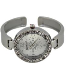 Beautiful Snow on Dial Fashion Bracelet Watch
