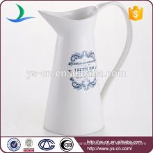 Jarra de infusión de calcas de cerámica blanca con mango grande para la venta