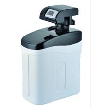Descalcificador de agua doméstico debajo del fregadero