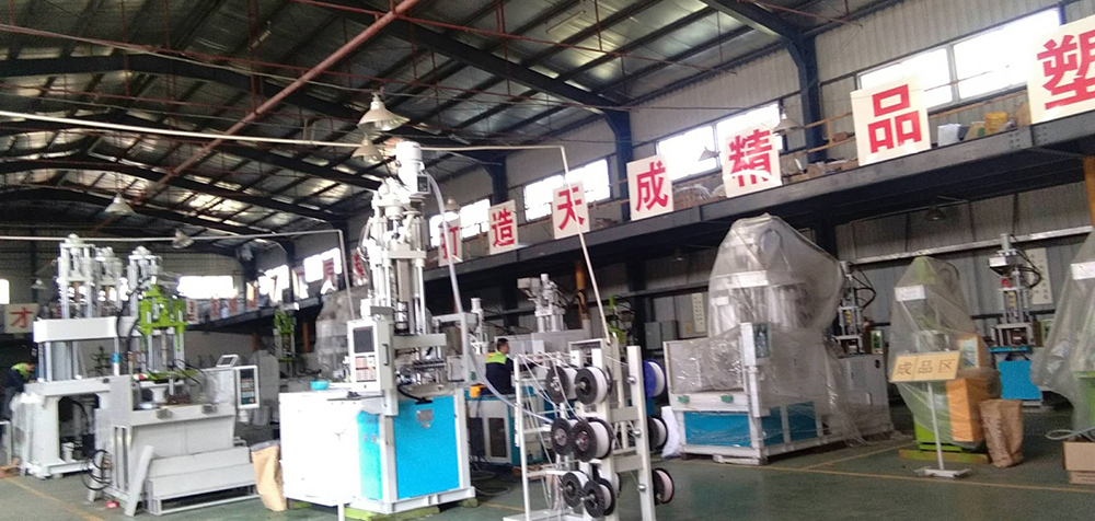 Double Sliding Table Vertical Injection Machinery