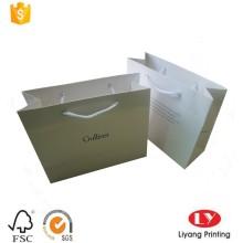 Saco de compras de papel branco de luxo com alça