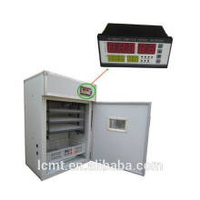 A temperatura e a umidade do controlador da incubadora giraram automaticamente