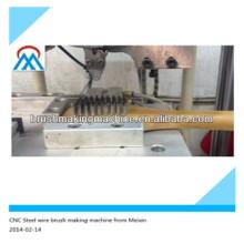 2 eixos CNC escova de fio de aço automático que faz a máquina de trabalho com fio de aço cortado antecipadamente china alibaba