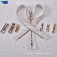 Latón de metal de una sola manera abierta cremallera 8 m dientes comunes, de cadena larga