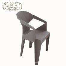 Gros pas cher créatif géométrique fois conception chaise en plastique gris chaise avec bras