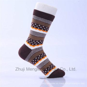 Los calcetines del vestido de los hombres hechos de diseños finos de la aduana del algodón son agradables