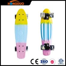 OEM Plastikfisch geformte Skateboards mit PU-Rädern