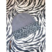 Casquette en cachemire avec impression léopard