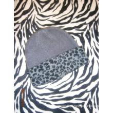 Touca de caxemira com impressão de leopardo
