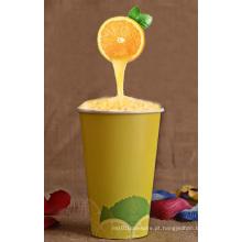 Único copo de papel de parede para beber frio