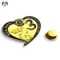 Pin de insignia de coche con forma de corazón de metal para promoción