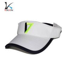 Jouer au golf plein air drôle plaine soleil visière chapeaux