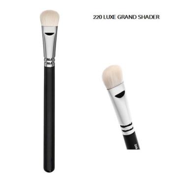 Cepillo de sombreador de ojos de Luxe gran sombra (E220)