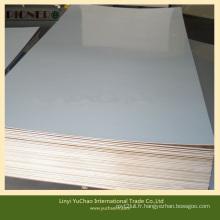 Contreplaqué en papier et contreplaqué en polyester