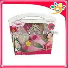 Las niñas bonitas princesa de plástico componen juguete juguete de zapatos de tacón alto, bolso, juguete de corona