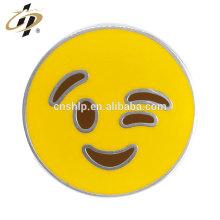 Gros moulage rond émail métal personnalisé badge emoji