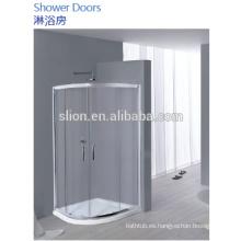 Cuarto de baño de estilo popular con ducha interior para ciudadanos