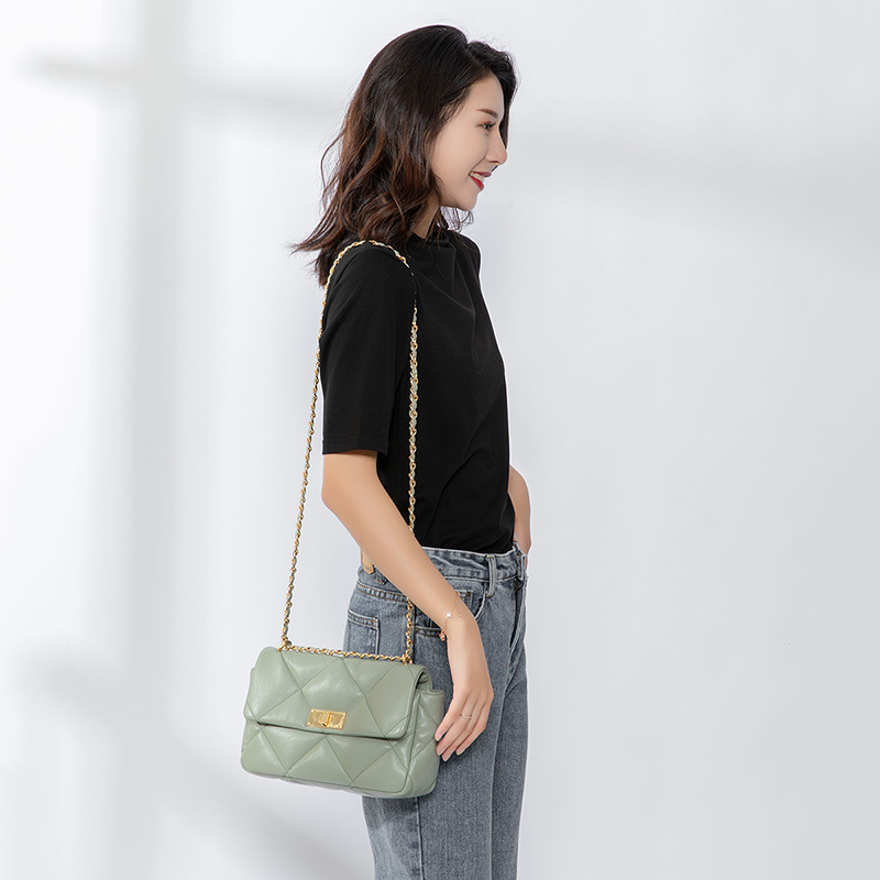 womans satchel