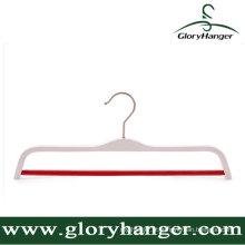 Gancho de roupa branco da madeira compensada da qualidade da altura com anti barra redonda do patim