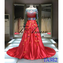 2016 Chinesische Stil Red Gown Traditionelle gestickte Hochzeitskleid Spitze Perlen Abendkleid Tiamero 1A982