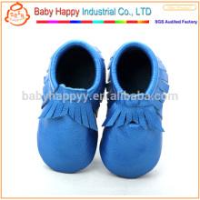 El pre-caminante azul divertido hace los zapatos de bebé los zapatos suaves del niño del cuero del solo