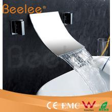 Robinet de mélangeur d'eau de bassin de lavage de double poignée monté au mur avec le bec de cascade