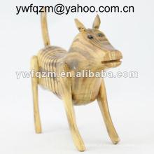 cão de artesanato em madeira caseiro