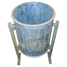 Cubo de basura de hierro fundido