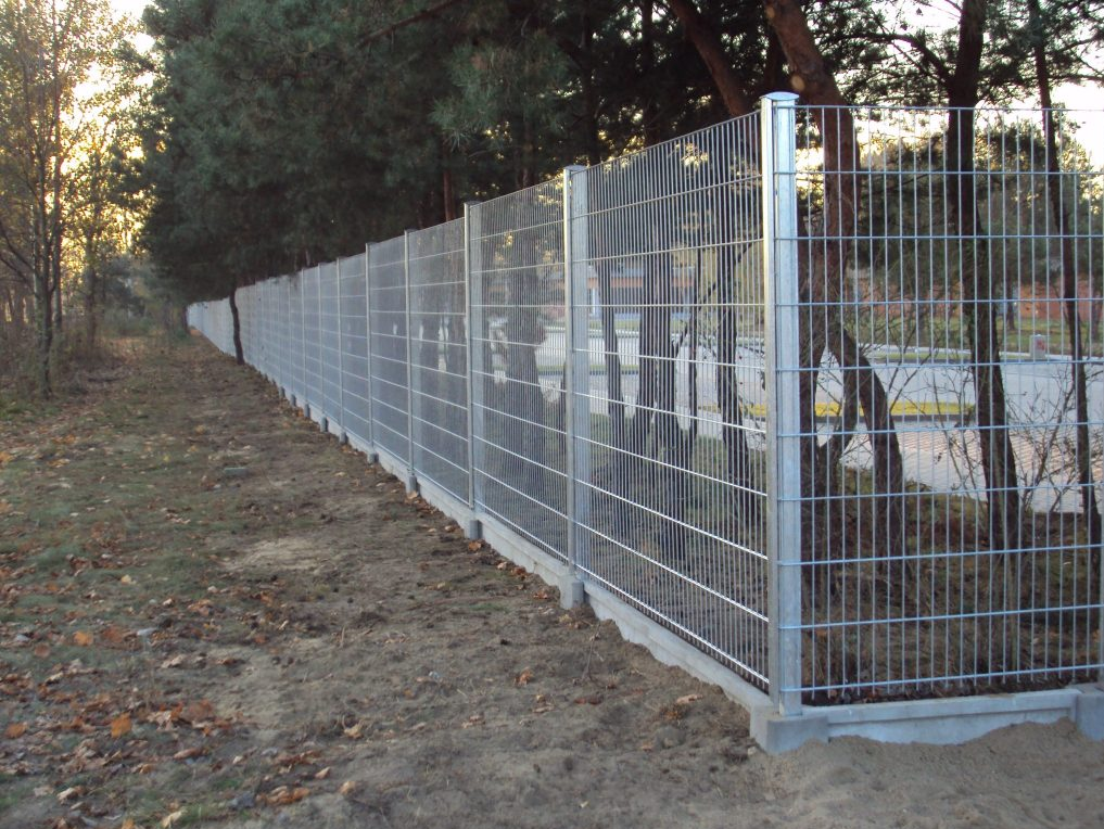 Easy to install double wire fence
