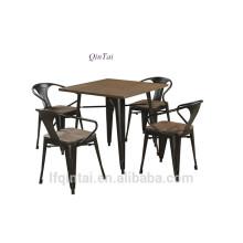 tables et chaises de restaurant