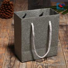 Compre o saco de papel do presente de Kraft para o empacotamento da jóia