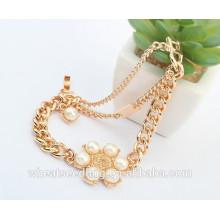 Pulsera de la perla del encanto del oro