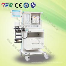 Machine professionnelle d'anesthésie à l'hôpital avec chariot