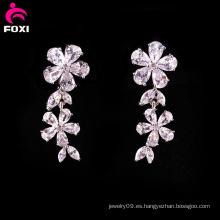 Pendiente blanco de la piedra preciosa del diseño floral para casarse