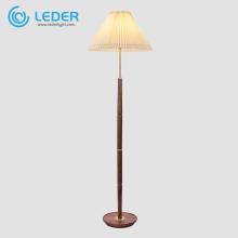 Lampadaire décoratif haut en bois LEDER