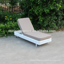 Salon extérieur en osier blanc avec coussin en cuir PE
