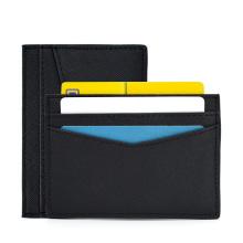 Titular de la tarjeta de crédito Ysure New llega ID comercial