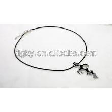 Chama cruz pingente de aço inoxidável Cruz colares para homens