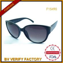 Дешевые пластиковые солнцезащитные очки для женщин торговли гарантии (F15490)