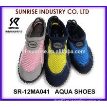 SR-12MA041 Las señoras populares al por mayor calzan los zapatos del agua los zapatos del agua que practican surf calzan los zapatos del agua de la aguamarina